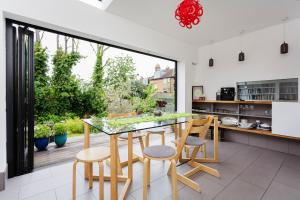Three Bedroom House on Mount View Road in London, Greater London, England
