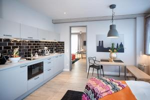 Small Two-Bedroom Apartment (4 Adults)