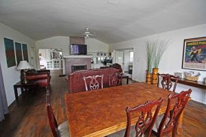 Photo of Hollywood Charming 2 Br/2 Ba Home