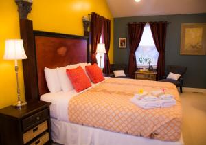 King Room #4 with Private Bathroom