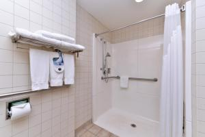 King Room with Roll-In Shower - Hearing Accessible/Non-Smoking