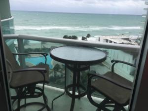 Luxury One-Bedroom Apartment with Ocean View