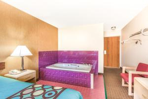 Deluxe King Suite with Hot Tub