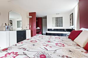 Suite Room With King Bed and Spa Bath