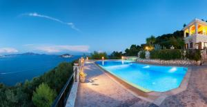 Villa Akros and Suites, Apartmány  Keri - big - 23