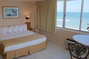 One-Bedroom Suite - Ocean Front (Floridian)