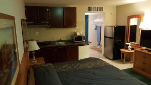 Kitchenette with King bed- Non smoking