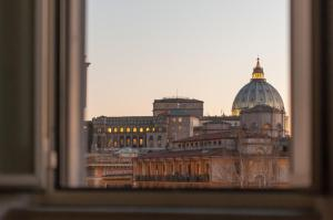 St.Peter's Mirror - Romantic View - abcRoma.com