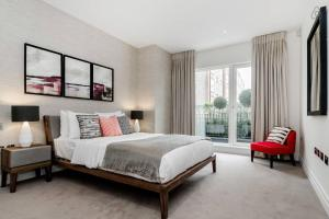 Two Bedroom Apartment in Chelsea in London, Greater London, England
