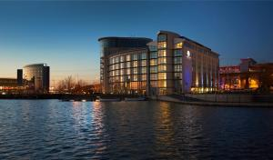 отель Ramada Hotel & Suites London Docklands, Лондон