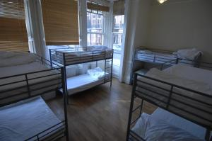 Bed in 6-Bed Dormitory Room with Ensuite