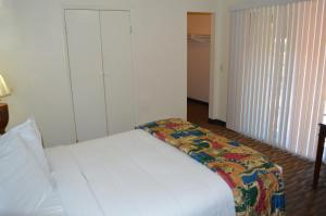 Full Size Bed Studio (Weekly Rate)