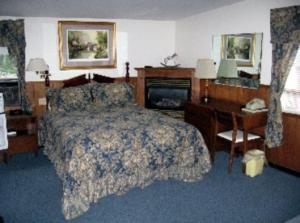 Queen Room with Lake View (3 Adults)