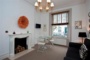 Friendly Rentals Ifield in London, Greater London, England