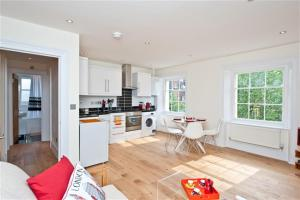 Friendly Rentals Lady D in London, Greater London, England