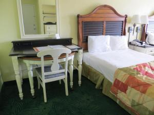 Double Room with Two Double Beds - Parking Lot View