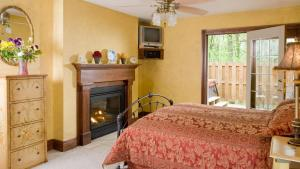 Queen Cottage with Kitchenette and Spa Bath