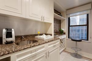 Signature Suite with Kitchenette