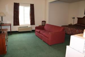King Suite with Roll-in Shower- Disability Access/Non-Smoking