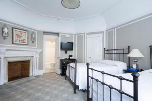 Superior Room with Double Bed and Single Bed