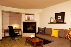 King Studio with Sofa Bed and Fireplace