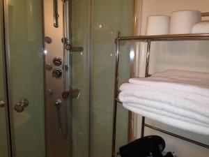 Deluxe Double Room with Hydro Massage Shower