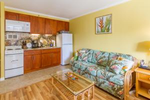 Tropical Studio with Queen bed and Sofa sleeper ( 1 )