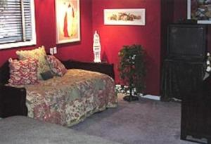 Large Queen and Twin Room