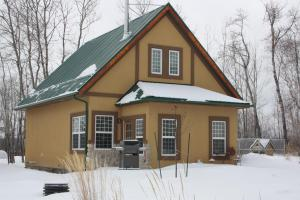 Two-Bedroom Luxury Cottage - Pet Friendly