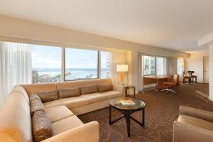 Corner Lifestyle Suite - Lakeview