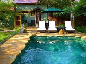 Deluxe Cottage with Pool View