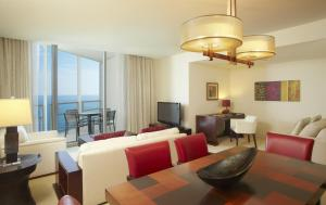 Trump Executive One Bedroom plus Den Ocean View Suite