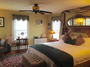 Greenport Room - King Waterfront