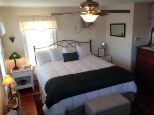 Shelter Island Room - King Waterfront