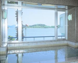 Shodoshima Grand Hotel Suimei, Hotely  Tonosho - big - 11