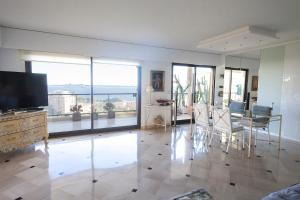 Photo of Beautiful Penthouse Terrace & Sea View!