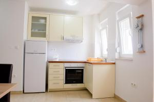 Apartments Deak, Apartmány  Janjina - big - 83