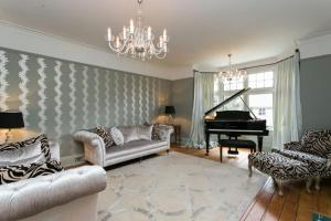 Five Bedroom Holiday House in Wimbledon in Malden, Greater London, England