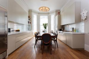 Four Bed House in Russell Road - Kensington in London, Greater London, England