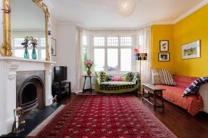 Four Bedroom Family Home in Buckingham Palace in London, Greater London, England