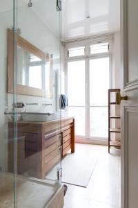 Photo of Luxurious Flat, 2min From The Champs Élysées