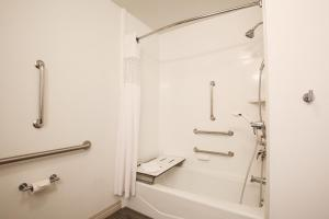 King Room with Bath Tub - Disability/Hearing Accessible