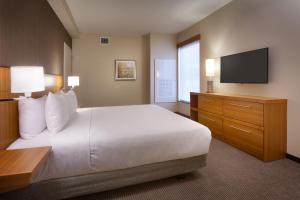 King Suite - Handicap Accessible with Shower