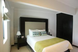 Executive Queen Room with Parking View