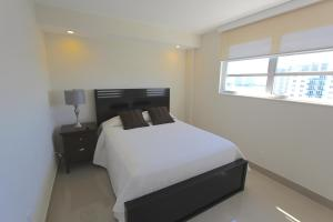 Premium Two- Bedroom with Bay View Apartment 1610