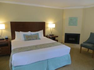Deluxe King Room with Ocean View and Fireplace