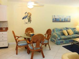 #120 At Surf Song Resort, Apartments  St Pete Beach - big - 3