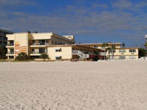 #120 At Surf Song Resort, Apartments  St Pete Beach - big - 10