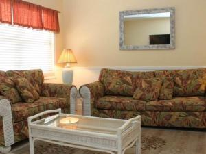 #119 At Surf Song Resort, Apartments  St Pete Beach - big - 1