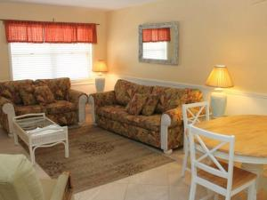 #119 At Surf Song Resort, Apartments  St Pete Beach - big - 6